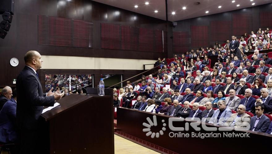 Публична лекция на Румен Радев в УНСС