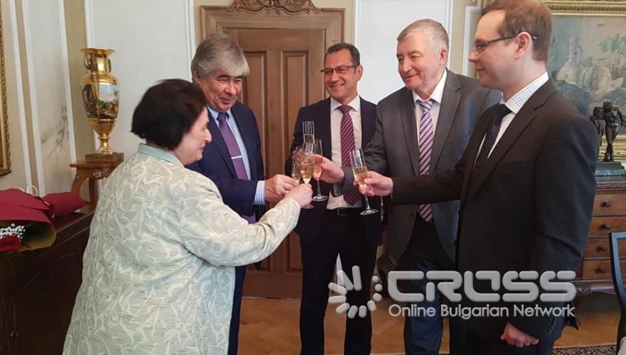 Посланик Макаров връчи медал на Райна Терзиева