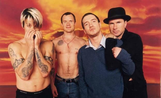 Басистът на Red Hot Chili Peppers издаде мемоари. Още от