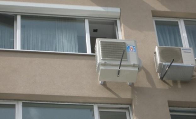 Главният архитект на София: Няма да премахваме принудително климатици