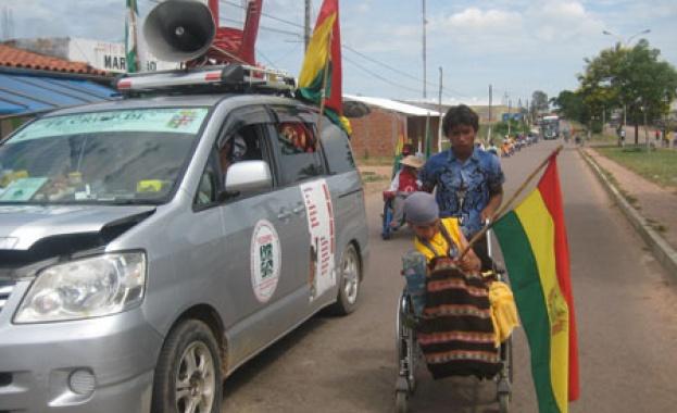 Десетки инвалиди бяха ранени при сблъсъци с полицията в Боливия