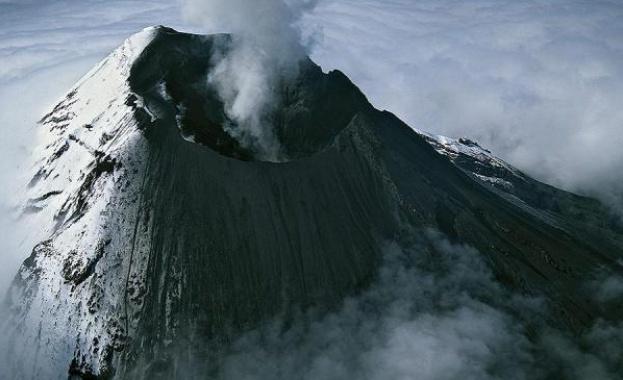 79 г. - Изригва вулканът Везувий; градовете Помпей, Херкулан и