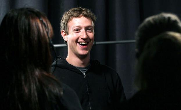 Акционери на Facebook са поискали оставката на Марк Зукърбърг