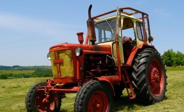 Гума на трактор едва не уби 10-годишно момче във Велико Търново