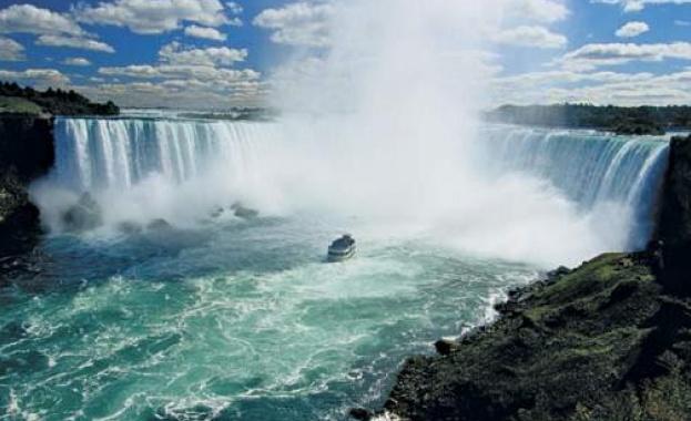 Изплува кораб, заклещен от 101 г. в Ниагарския водопад/видео/