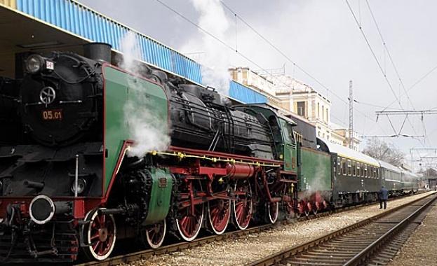 Увеличават атракционните пътувания с парни влакове