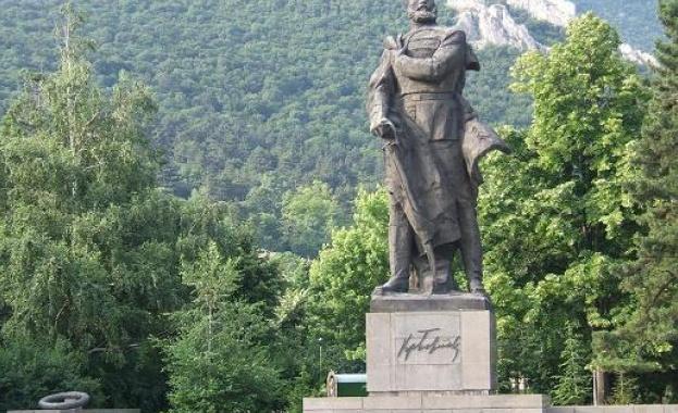 Враца.Председателят на Народното събрание Цвета Караянчева и народни представители ще
