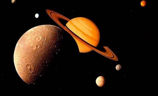 Откриха необходими за живота съставки на спътник на Сатурн