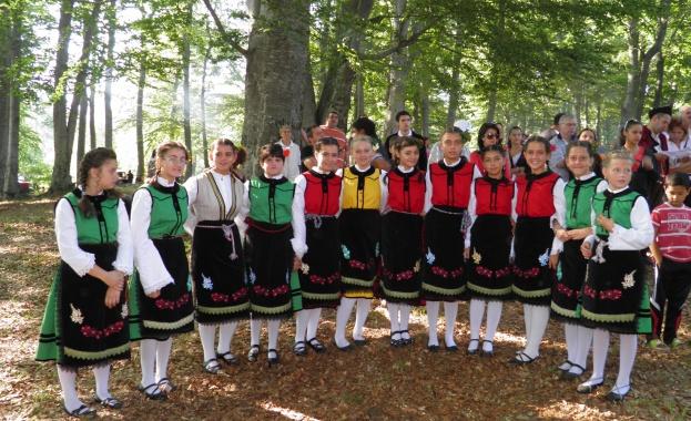 В деня на българския фолклор - 22 юни, над 4