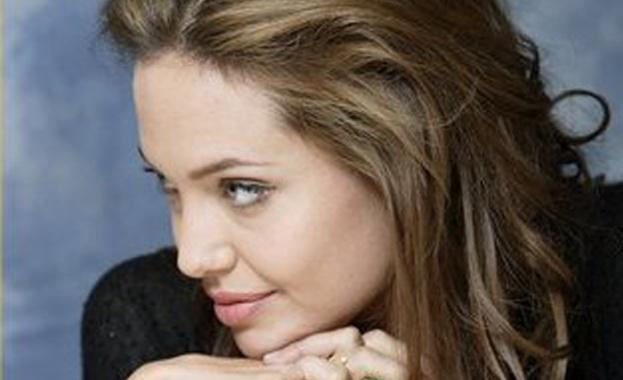След развода с Брад Пит, 44-годишната Анджелина Джоли е започнала