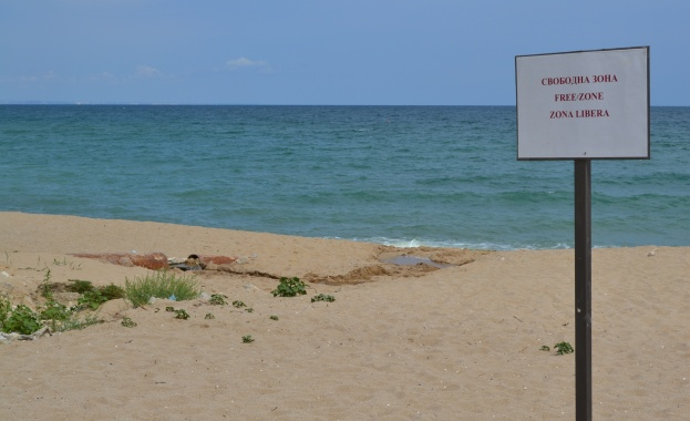 "Незаконни строежи се появиха на плаж ""Кабакум"" край Варна"