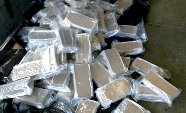 Турски митничари открили 600 кг хероин в тир, пътуващ за България