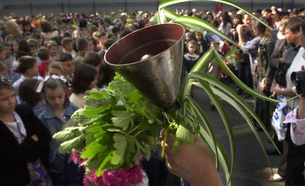 Близо 60 000 първокласници ще прекрачат училищния праг