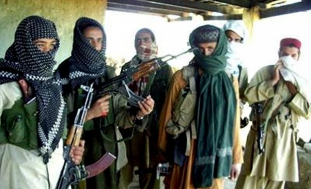 Десетки са убити или ранени след като поне 5 терористи