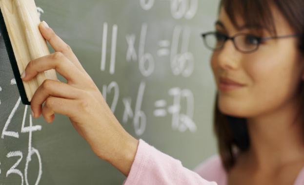 15% увеличение на заплатите на учителите от септември