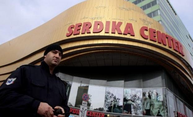 Сигнал за бомба евакуира столичния МОЛ Сердика. Сигнал за бомба