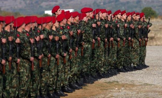 Каракачанов ще оправя имиджа на армията