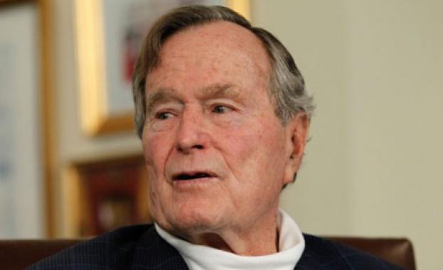 Още една жена обвини Джордж Буш-старши, че я е опипвал