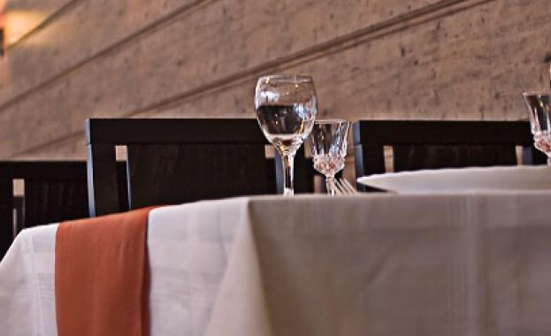 Вечеря в ресторант – уютна обстановка, тиха музика за фон,