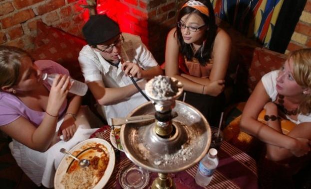 Психолог: Пушенето на наргиле може да доведе до херпес, хепатит и туберколоза