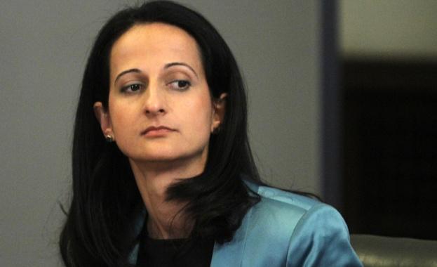 Председателят на Комисията за финансов надзор Карина Караиванова ще получава