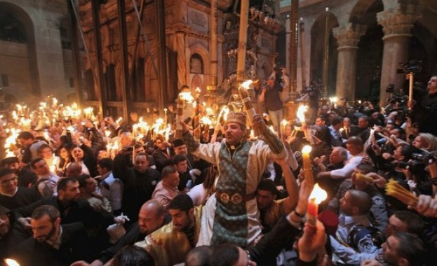 Православната църква чества Велика събота. Това е последният ден от