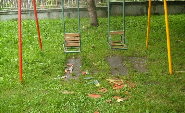 Почти всички спортни площадки в Дупнишко плачат за ремонт