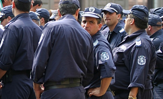Командироват 756 полицаи по морето през лятото