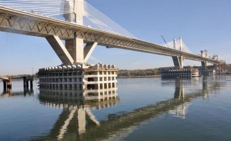 Спират за час преминаването в двете посоки по Дунав мост 2
