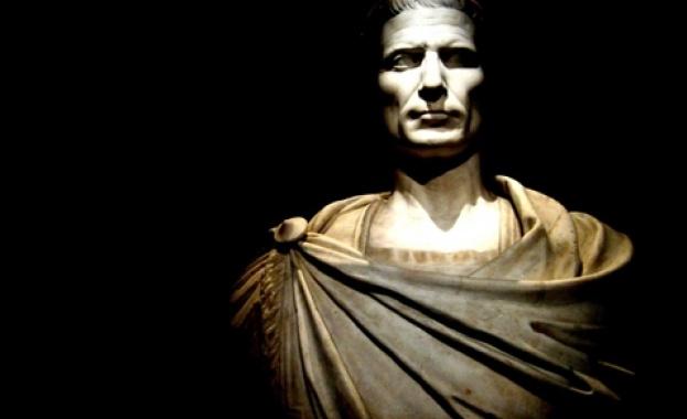 48 пр.н.е. - Юлий Цезар разбива Помпей в битката при