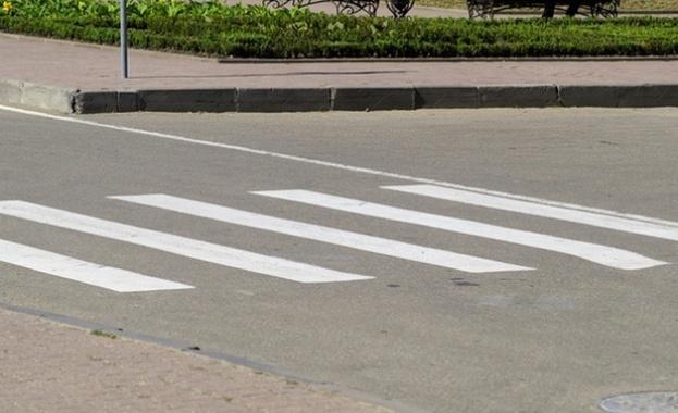 Снимка: Блъснаха жена на пешеходна пътека в Бургас