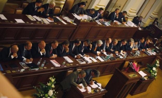 Чехите избират депутати днес и утре на избори, на които