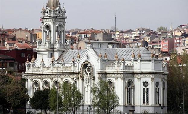 1147 г. - Реконкиста: Португалците, ръководени от крал Афонсу I
