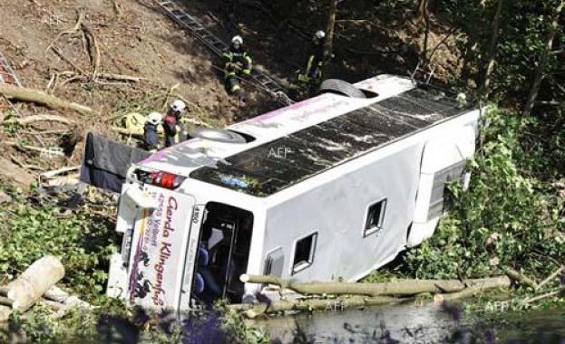 Туристически автобус катастрофира днес в алпийския проход Гшют в Австрия,