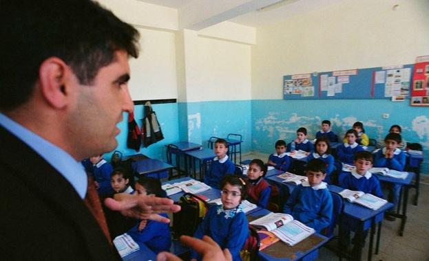 Учителските заплати скачат до 1500 лв.