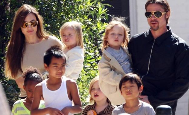 Анджелина Джоли поиска от съда да принуди Брад Пит да плаща за възпитанието на децата