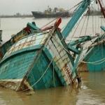 Туристическа лодка се преобърна в Индия, има жертви