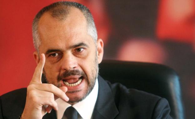 Албанският министър-председател Еди Рама заяви вчера в Прищина, че допуска