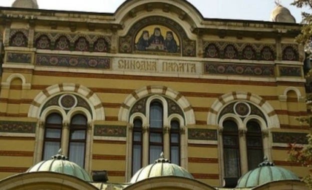 Граждани протестират пред Светия синод срещу спорна забрана
