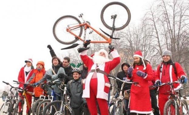 С Дядо Коледа на колело