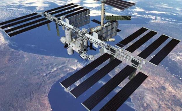 Совалка с руски и американски космонавти излетя към МКС