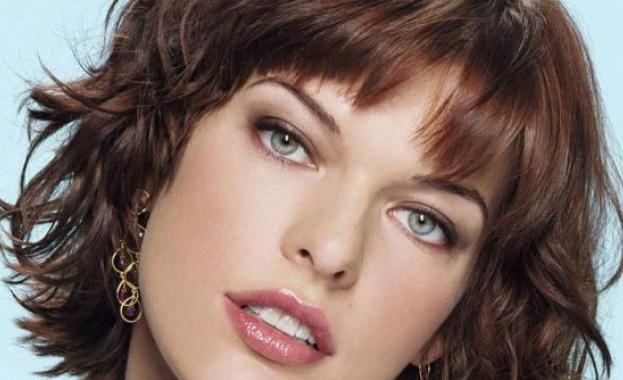 Мила Йовович се похвали, че очаква трето дете