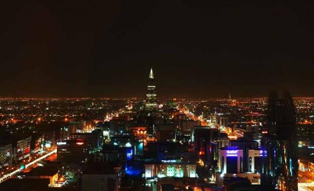 Саудитска Арабия ще привлича туристи с роботи-динозаври и изкуствена луна