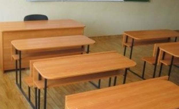 Класическата гимназия започва учебната година в сградата до Женския пазар