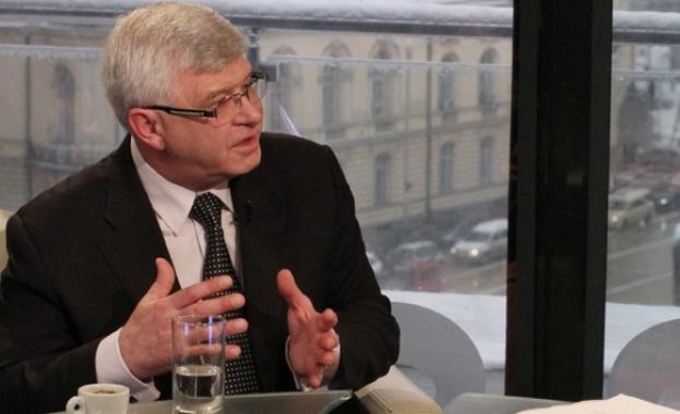 Кирил Ананиев хвърли вината за източването на болниците във Враца и Ловеч у медиците