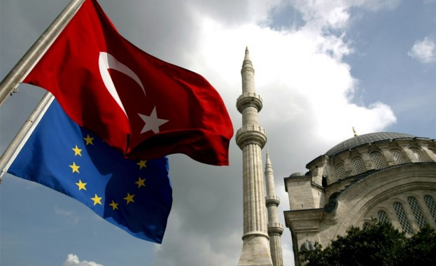 Европейският съюз призова вчера Турция да прекрати военната си операция