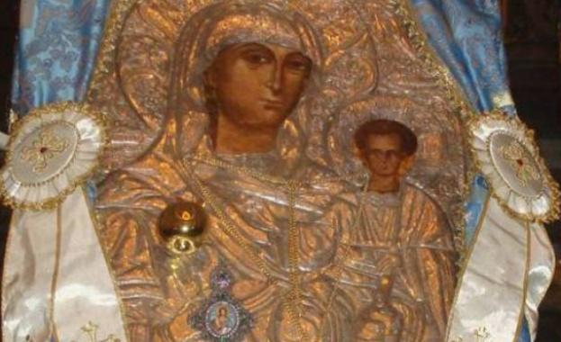 """Чудотворната икона на Пресвета Богородица, наречена """"Златна ябълка"""