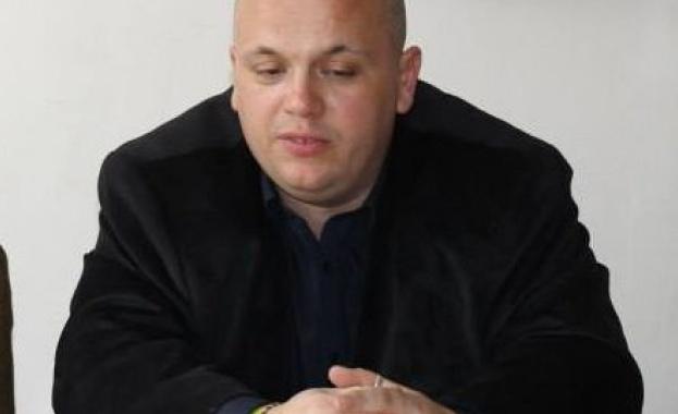 Депутат от БСП предложи брак на половинката си
