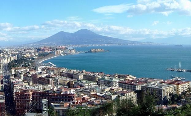1906 г. — Вулканът Везувий изригва и разрушава Неапол. Вулканът