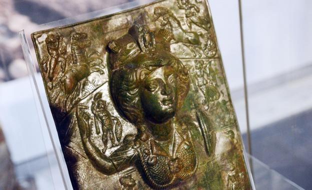 1059 г. - Римският папа Николай II издава декрет, според